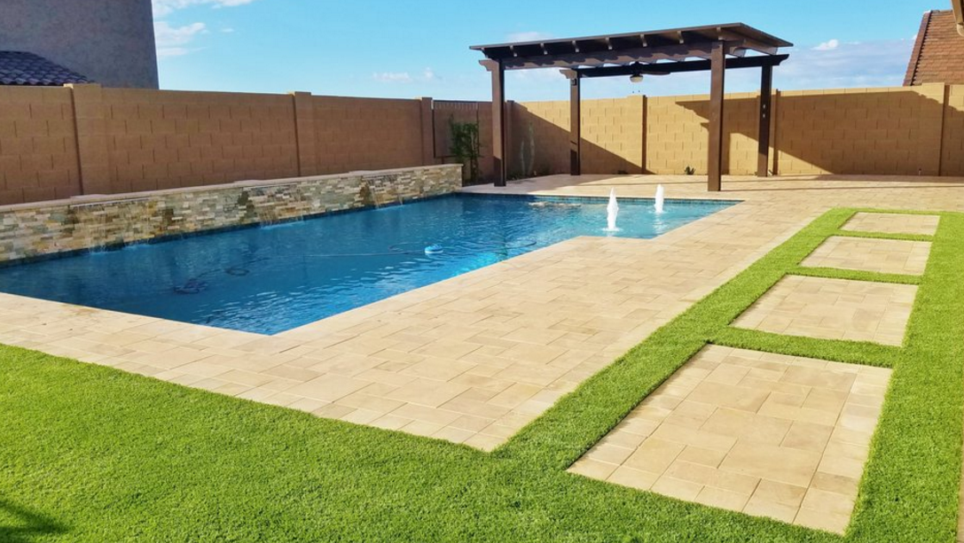 backyard_pool_water_feature_pergola